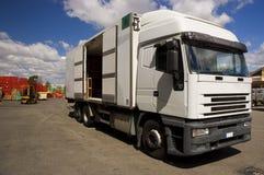 Apra il camion in un servizio Fotografie Stock Libere da Diritti