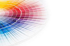 Apra il catalogo di colori del campione di Pantone. fotografie stock libere da diritti