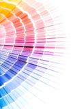 Apra il catalogo di colori del campione di pantone immagini stock