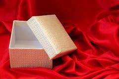 Apra il contenitore di regalo Immagini Stock Libere da Diritti