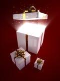 Apra il contenitore di regalo con magia all'interno immagine stock libera da diritti