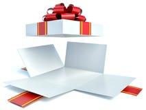 Apra il contenitore di regalo su bianco Fotografia Stock