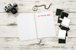 Apra il diario di viaggio, la macchina fotografica della foto, strutture Fotografie Stock Libere da Diritti