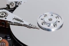 Apra il disco rigido con il disco magnetico e la testina di scrittura Fotografia Stock