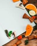 apra il fondo vuoto di autunno e del libro - le verdure, permesso di autunno Fotografia Stock