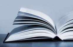Apra il libro Fotografia Stock Libera da Diritti
