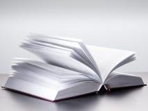 Apra il libro immagini stock