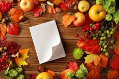 Apra il libro di cucina fotografie stock libere da diritti