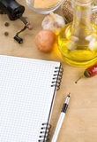 Apra il libro di cucina del taccuino pronto per la ricetta Fotografia Stock