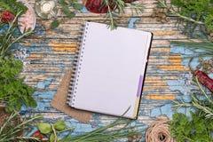 Apra il libro di ricetta Fotografie Stock