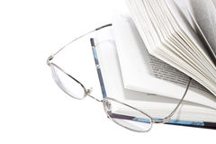 Apra il libro ed i vetri fotografia stock libera da diritti