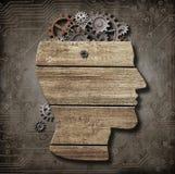 Apra il modello del cervello fatto da legno, ingranaggi arrugginiti del metallo Fotografie Stock