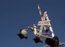 Apra il segno dell'incrocio di ferrovia Fotografie Stock Libere da Diritti