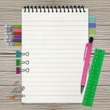 Apra il taccuino con il segnalibro e la matita Fotografia Stock