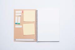 Apra il taccuino della pagina in bianco Fotografia Stock
