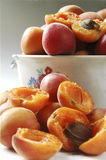 Apra l'albicocca nella cucina Fotografie Stock Libere da Diritti