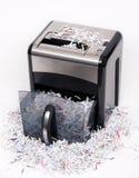 Apra l'apparecchio per distruggere i documenti Immagini Stock Libere da Diritti
