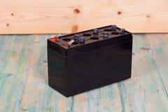 Apra la batteria sigillata sul fondo del wwood Fotografie Stock Libere da Diritti