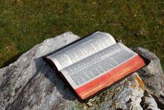 Apra la bibbia Fotografie Stock