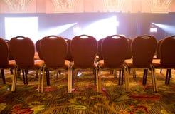 Apra la disposizione dei posti a sedere ad una sala Immagini Stock Libere da Diritti