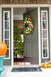 Apra la entrata ad una scena d'invito di Natale Fotografie Stock Libere da Diritti