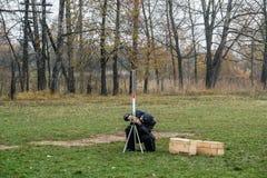 Apra la lezione sulla modellistica ad una scuola rurale nella regione di Kaluga di Russia Fotografie Stock Libere da Diritti