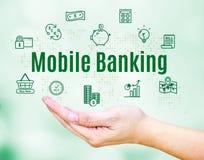 Apra la mano con la parola di attività bancarie e l'icona mobili della caratteristica, divieto di Internet Fotografie Stock Libere da Diritti