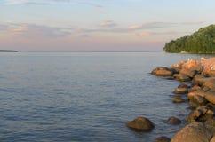 Apra la vista del lago veduta dalla riva Immagini Stock
