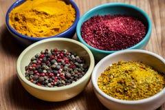 Apreciações apetitosas diferentes em pratos do doce Imagem de Stock