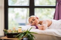 Apreciando a aromaterapia Fotos de Stock Royalty Free