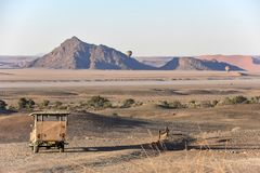 Apreciando a beleza de Namíbia cedo na manhã no por do sol Imagens de Stock