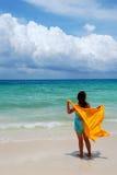 Apreciando a brisa de mar Imagens de Stock Royalty Free