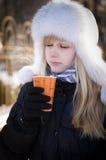 Apreciando a chávena de café Foto de Stock Royalty Free