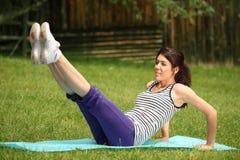 Apreciando exercícios do esporte na natureza Fotografia de Stock Royalty Free