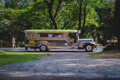 Apreciando o passeio do jeepney fotografia de stock royalty free