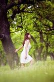 Apreciando o verão na floresta fotos de stock royalty free