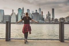 Apreciando a opinião de New York imagens de stock