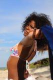 Apreciando a praia Imagem de Stock Royalty Free