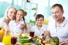 Apreciando refeições da ação de graças Fotografia de Stock