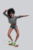 Apreciando skateboarding Imagens de Stock Royalty Free