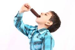 Apreciando um gelado Fotografia de Stock Royalty Free