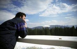 Apreciando um grande Mountain View Fotografia de Stock Royalty Free