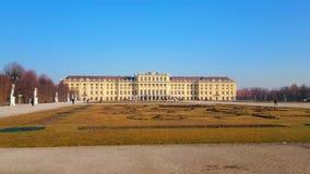 Aprecie o jardim do palácio de Schonbrunn, Viena, Áustria filme
