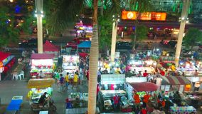 Aprecie o mercado da noite de Banzaan em Patong, Phuket, Tailândia vídeos de arquivo