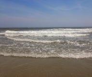Aprecie a praia, quando você puder Fotografia de Stock