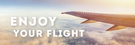 Aprecie seu texto do voo no fundo do céu imagem de stock royalty free