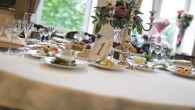 Aprecie uma tabela festiva bonita do casamento vídeos de arquivo