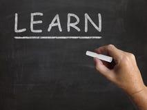 Aprenda al estudiante Education And de los medios de la pizarra Imágenes de archivo libres de regalías
