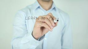 Aprenda crear su sueño, escribiendo en la pantalla transparente almacen de video