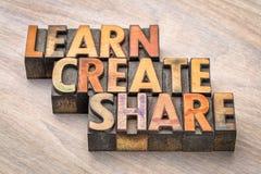 Aprenda, cree, comparta el concepto en el tipo de madera imagenes de archivo